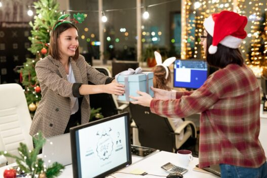 Personale der får julegaver